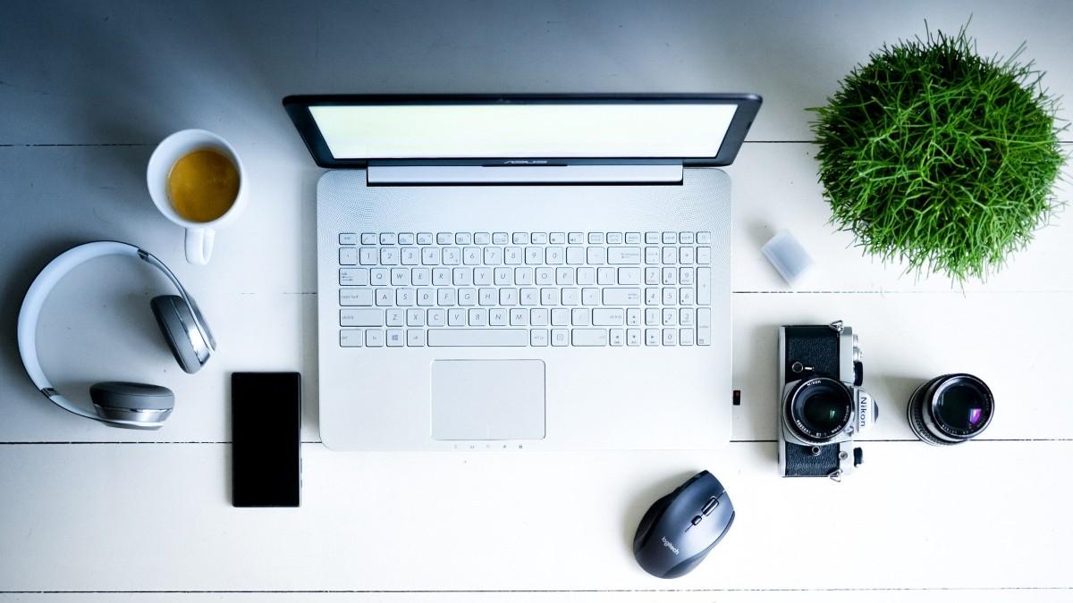 .com - laptop computer