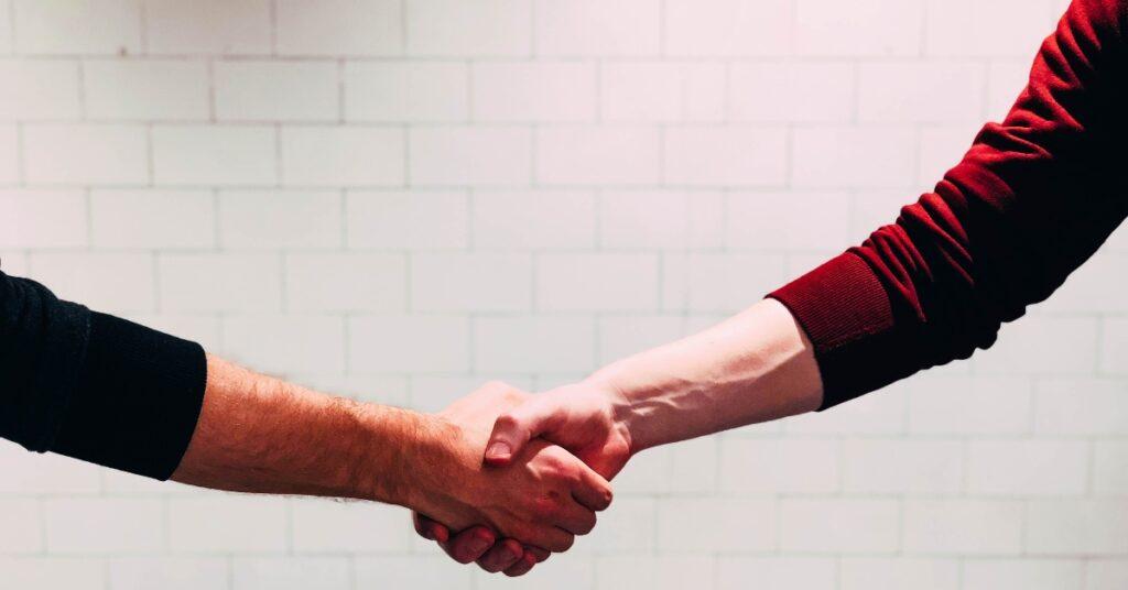 handshake-building good customer relations